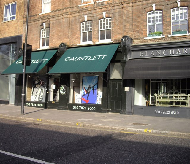Shop fronts in Pimlico Road