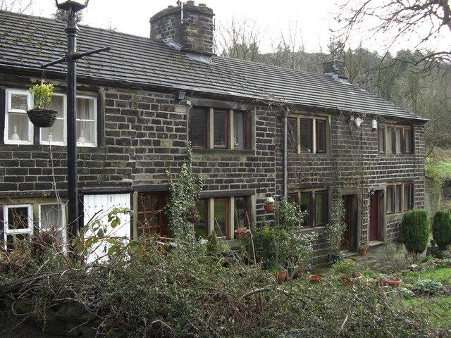 Pingot Cottages, Shaw