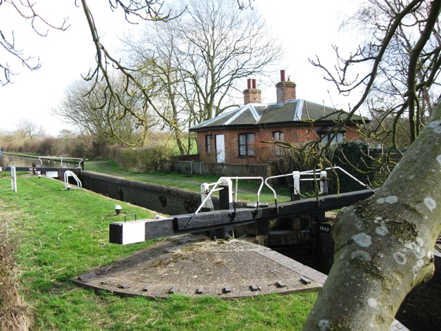 Puttenham Bottom Lock (No. 11) and Canal Cottage, Aylesbury Arm, Grand Junction Canal