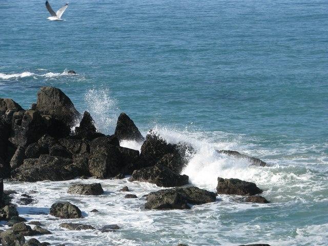 Waves breaking on rocks off St Ives Head