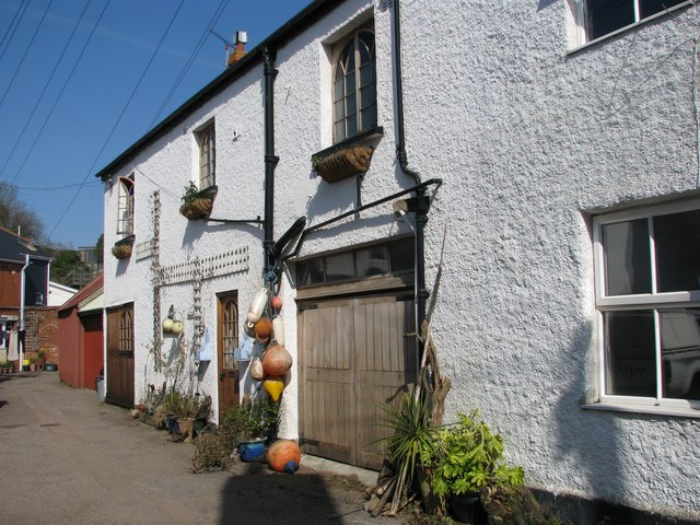 Wharfside cottages in Lympstone