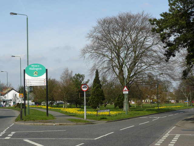 Junction of Sandy Lane South and Woodcote Road