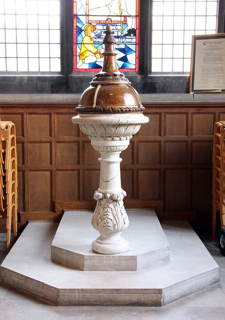 St Giles, Cripplegate, London EC2 - Font