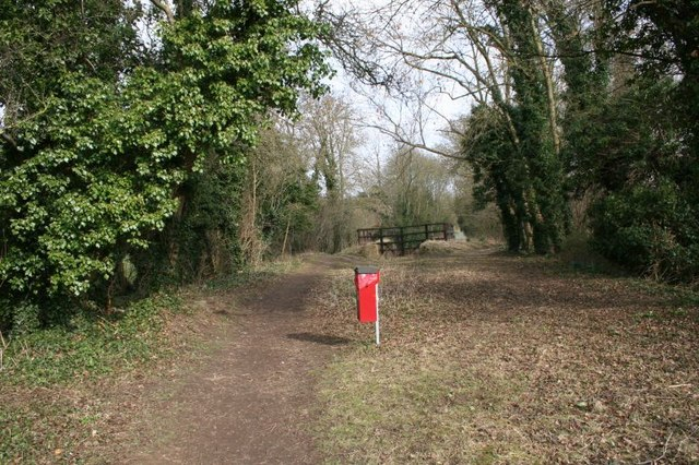 Footpath to the lock
