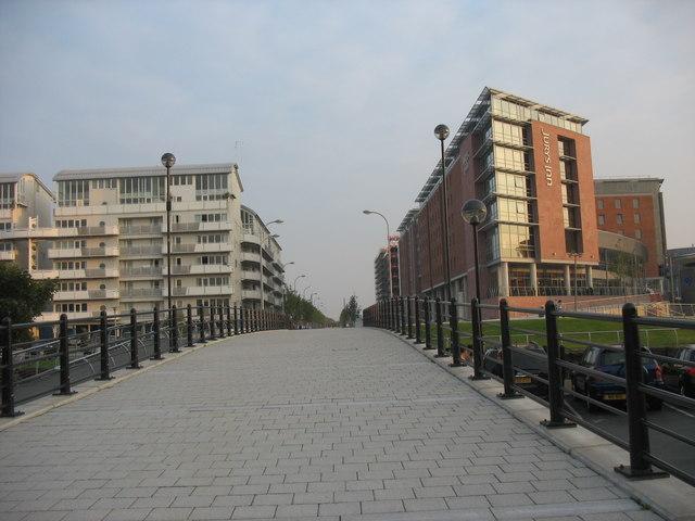 Bridge over the Duke's Dock leading to Jurys Hotel on the Albert Dock site