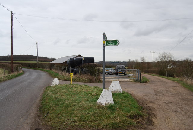 Footpath leading off Denstroude Lane