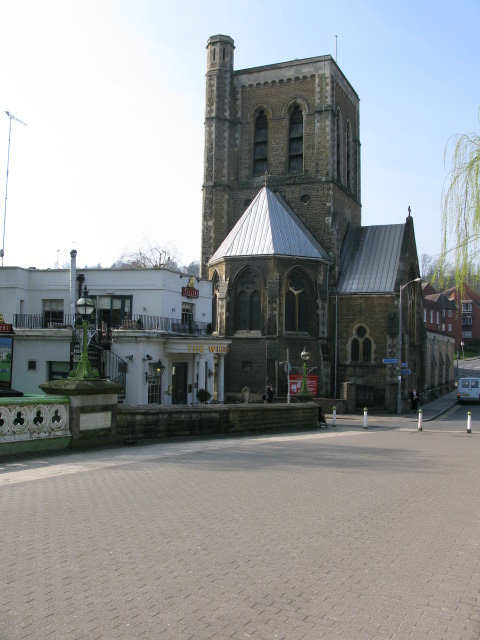 St Nicolas' church and the Whitehouse pub