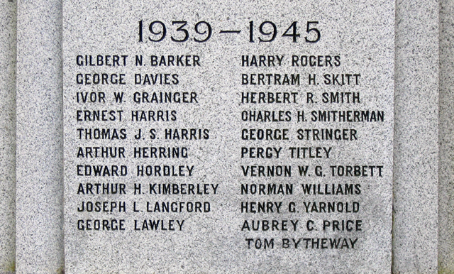Hadley War Memorial WW2 © Gordon Cragg cc-by-sa/2.0 :: Geograph ...