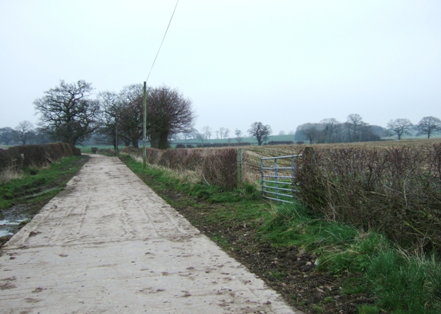 The lane between Hawksmoor Farm and Highfields