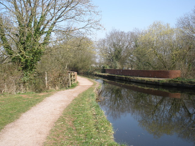 Aqueduct, taking the GW canal over the Tiverton railway