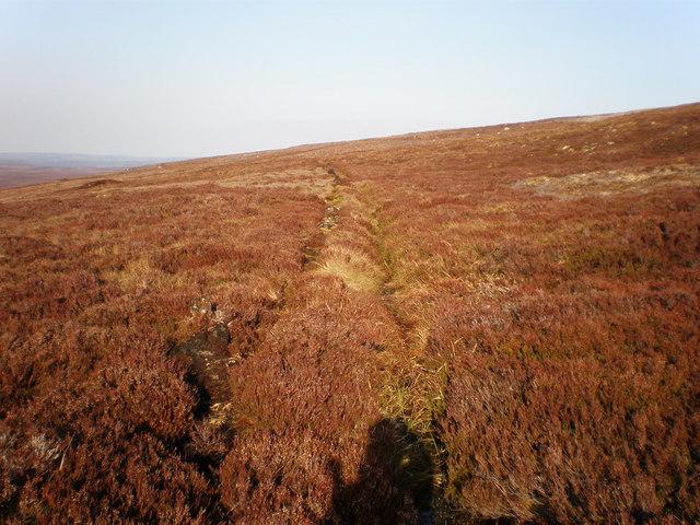 Drainage ditch crossing Carn a' Gharbh-ghlaic
