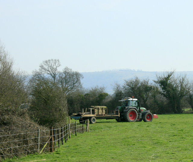2009 : Tractor and trailer near Spiers Piece Farm