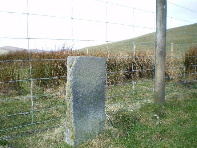 Boundary stone below Garneddwen
