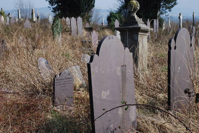 Mynwent Llanbeblig Cemetery