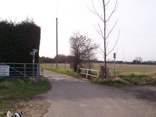 Footpath junction near Eastlands