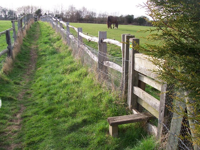 Footpath junction near Stone Castle Farm