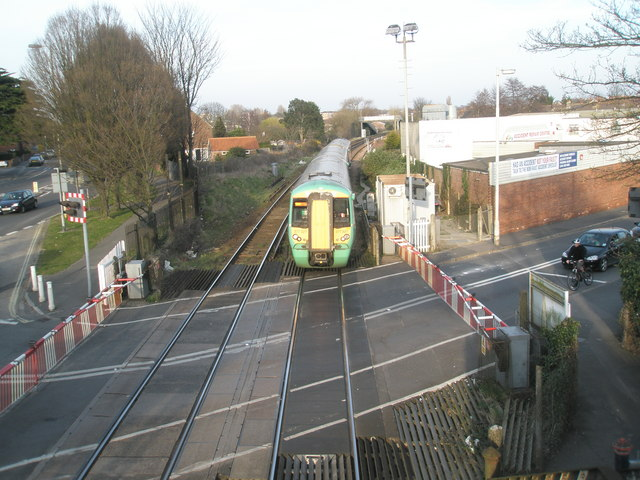 Train from Littlehampton approaching Bedhampton Station