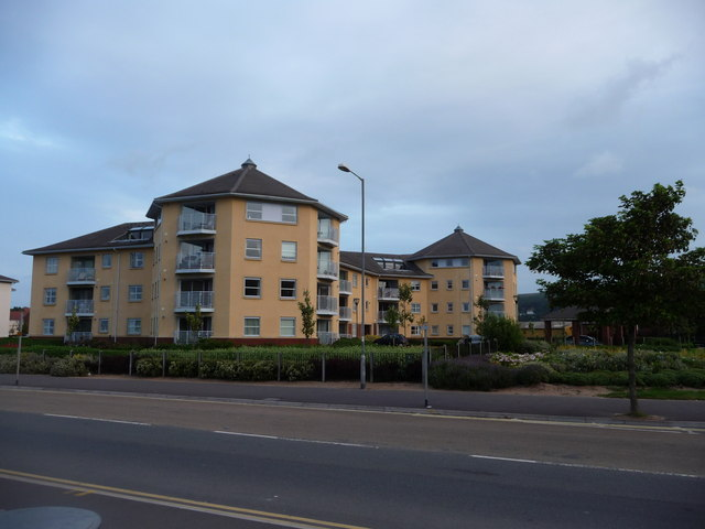 Minehead : Apartments on Warren Road