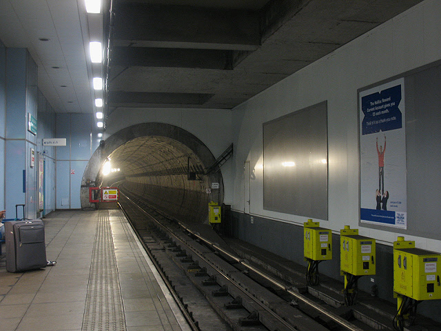 DLR tunnel between Greenwich and Cutty Sark stations