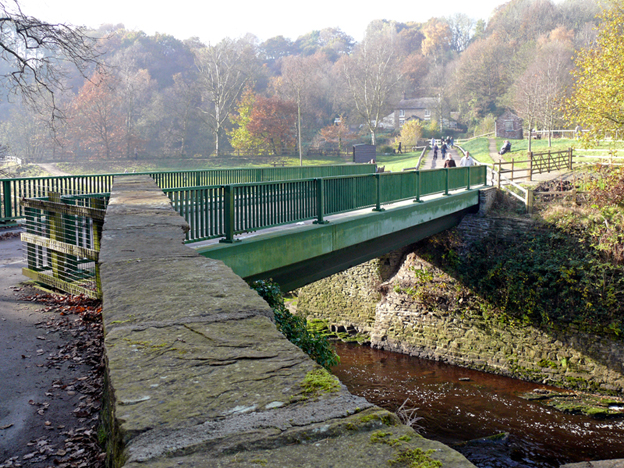 Weir bridge