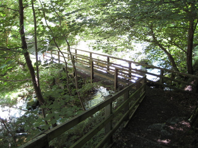 Footbridge over the Afon Rhaeadr fawr