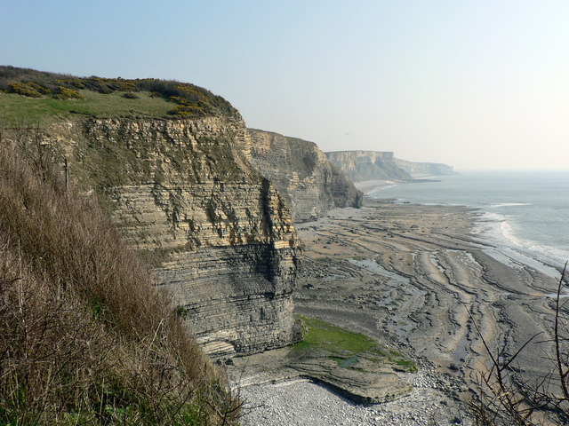 Cliffs and view toward Traeth Bach, Dunraven.
