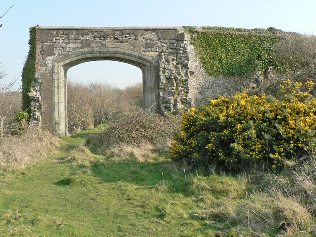 Archway, Dunraven Castle remains.