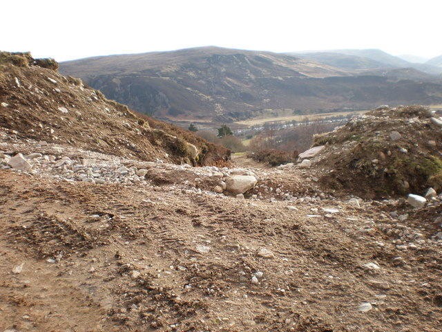 Track going down from Creag a' Bhothain track to River Findhorn