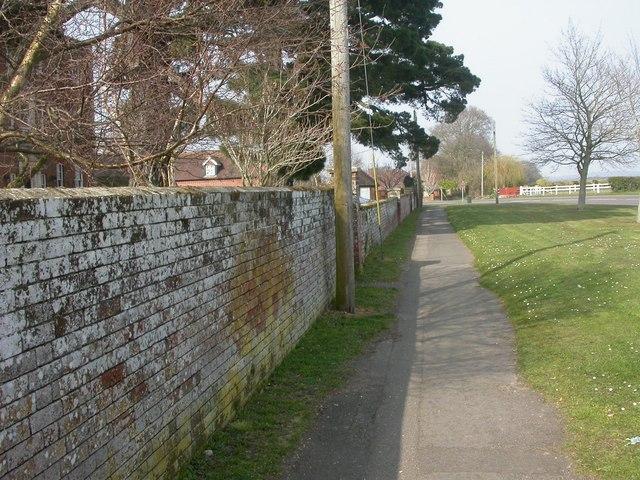 Burton Hall, wall