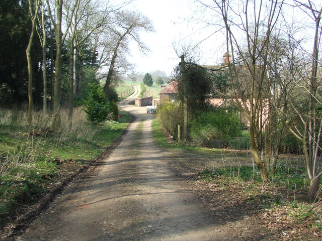 Approaching Mill Farm
