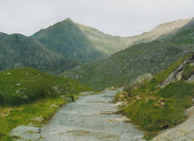 The walk up to Llyn Lydaw