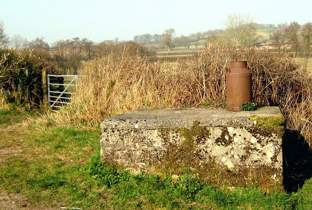 Milk churn stand near Mountover Farm