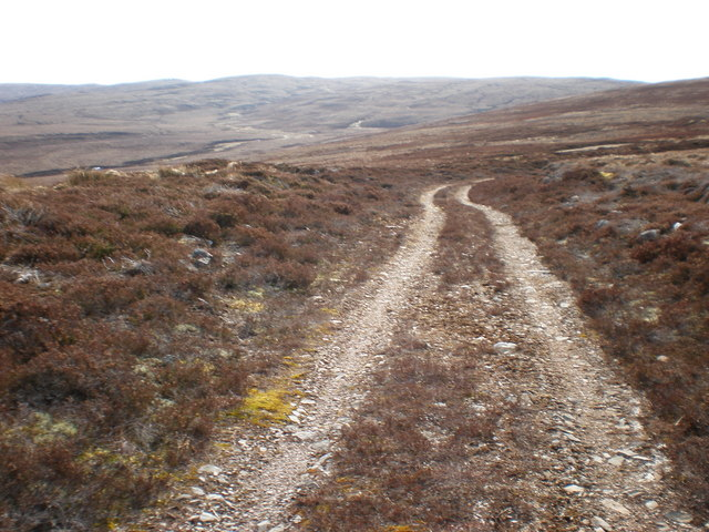 Tracks going down towards Allt an t-Slugain Mhòir