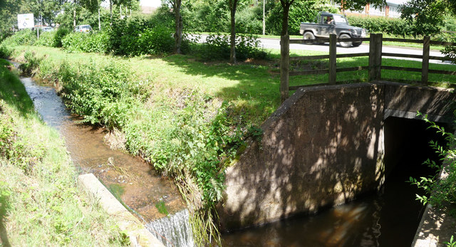 Tiverton : Stream & Heathcoat Way
