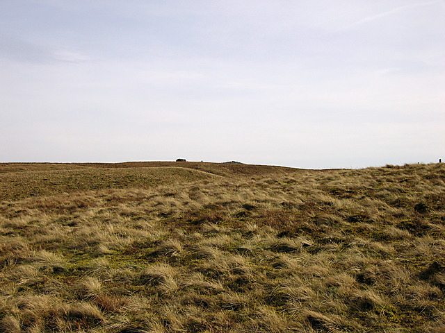 Garn Gron's summit cairns from the north
