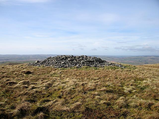 Garn Gron's west summit