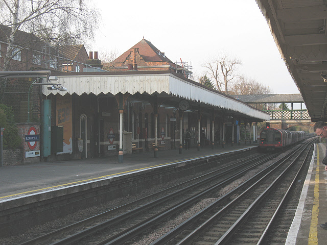 Interior of Buckhurst Hill station (Central Line)