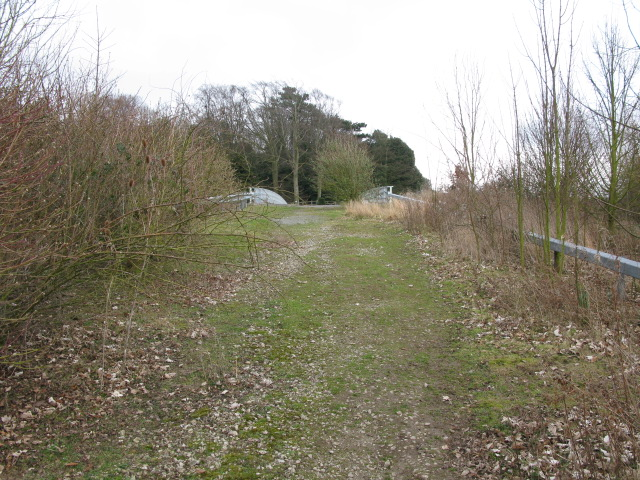 Approach to bridge over the A256 at Tilmanstone