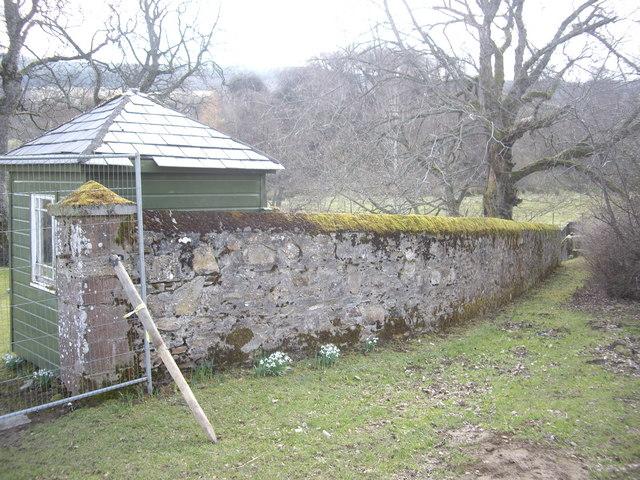 Wall around Walla Kirkyard