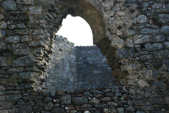 Castell Harlech Ffenestr Ddwyreiniol y Capel - Chapel East Window