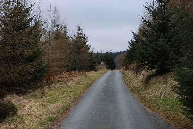 Minor road heading for Cwm Diliw