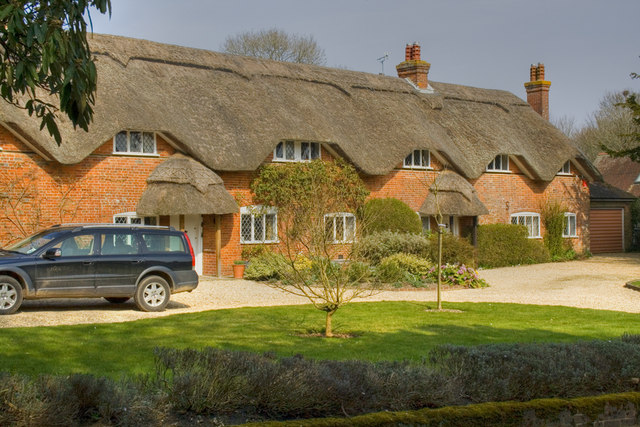 Thatched Cottages - Crawley Near Winchester