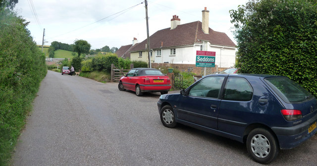 Chettiscombe : Houses & Parked Cars