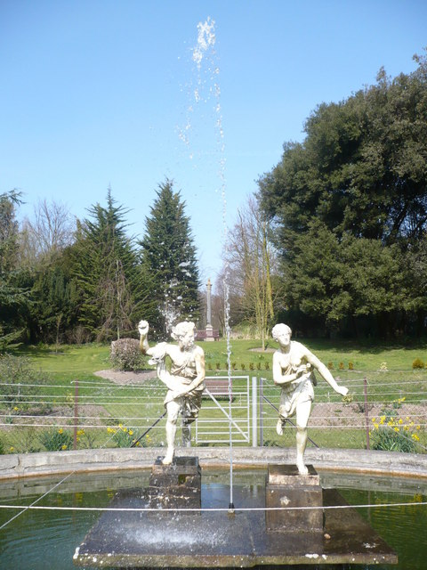 Fountain with statues in Quex Park gardens