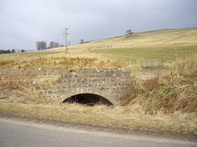 Old bridge over Oldmanse Burn