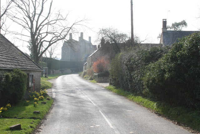 Road through Idbury
