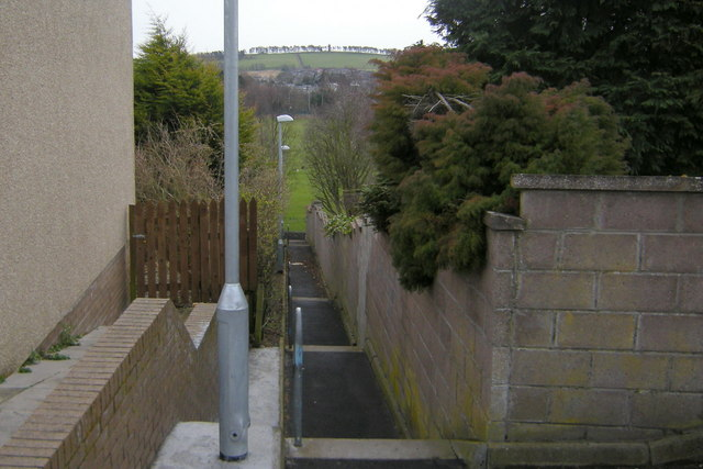 Footpath leading from Turfbeg Crescent to North Loch Road