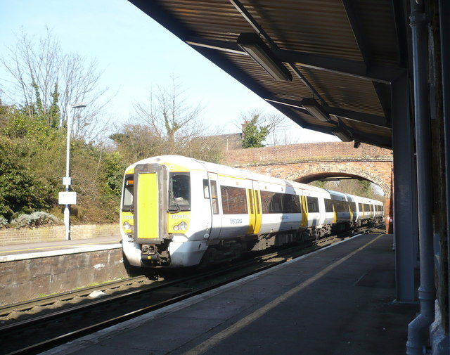 Southeastern train leaving platform 2 on Birchington station