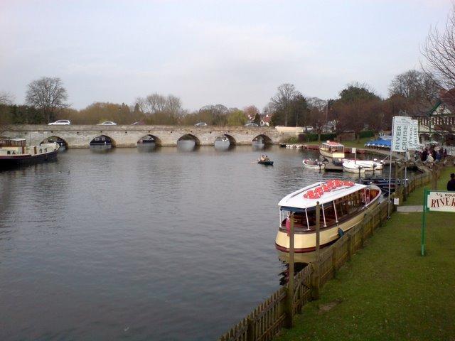 The old bridge over the Avon