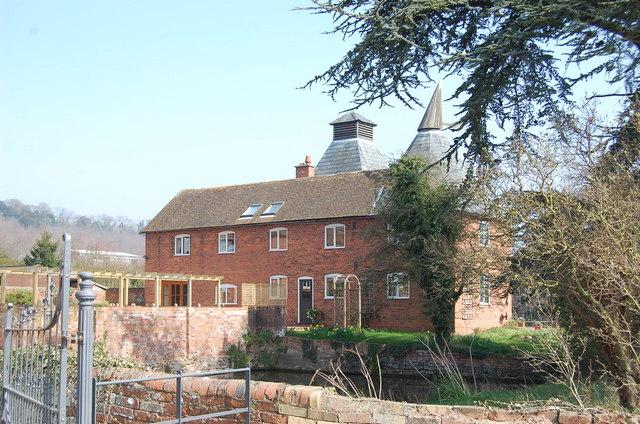 Old Oast house next to flights Farm